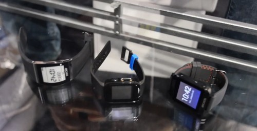 Hands on with the Archos Smartwatch Family ($49, $99, $129) E-ink e-Reading Hardware