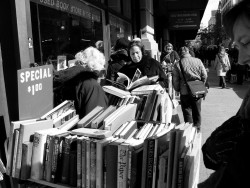 Why are Indie Bookstores on the Decline in the UK But Having a Revival in the US? Bookstore