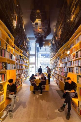 "Telegraph: Literati Bookseller Bemoans Amazon ""Crushing Small Publishers"" by Selling the Wrong Books Amazon Bookstore DeBunking"